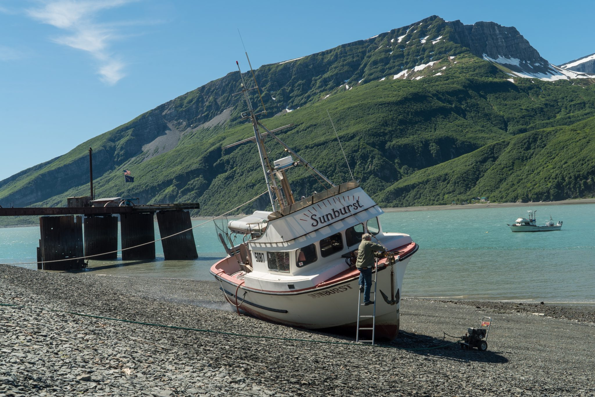 alaska-boat-cleaning-snug-harbor-commercial-fishing-fisherman-DSC06708