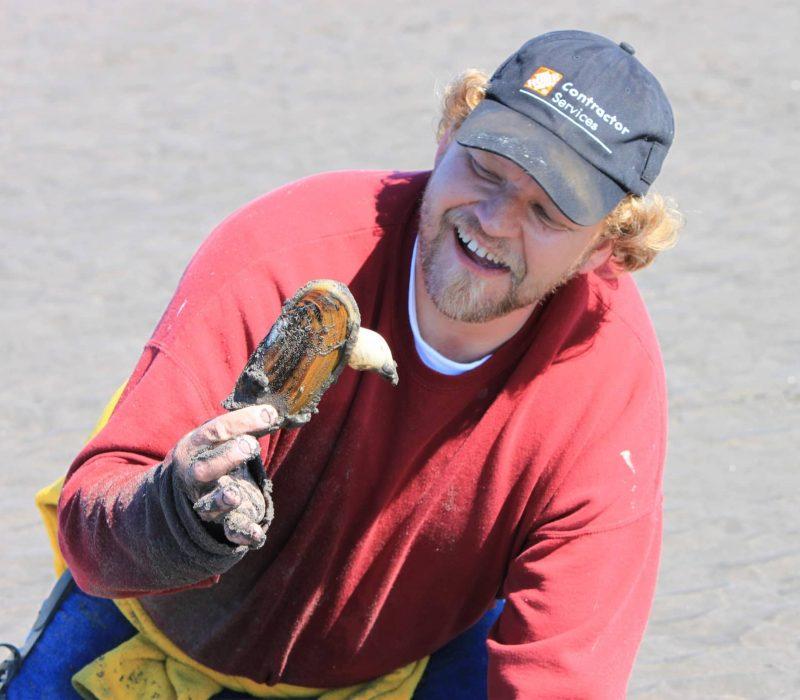 razor clam digging at snug harbor outpost